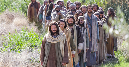 jesus-disciples-walking_1506569_inl